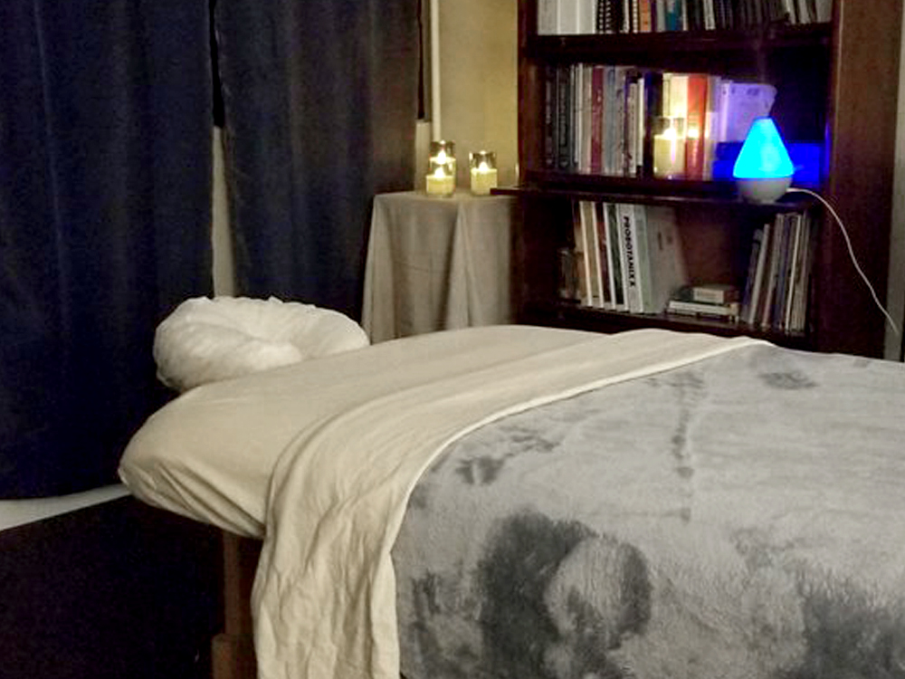 massage table with candles and diffuser